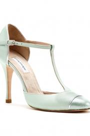 Νυφικά παπούτσια με χρώμα
