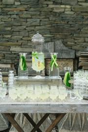 Τραπέζι με λεμονάδα στην εκκλησία