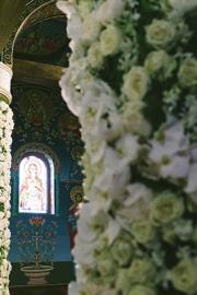 Στολισμος εκκλησίας με λουλόυδια