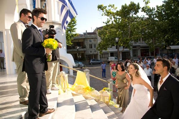 ρομαντικος γαμος ζερμπερες κιτρινα λουλουδια