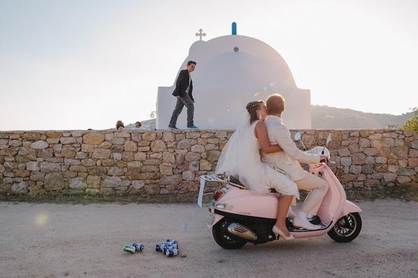 γαμος εκκλησια μηχανακι