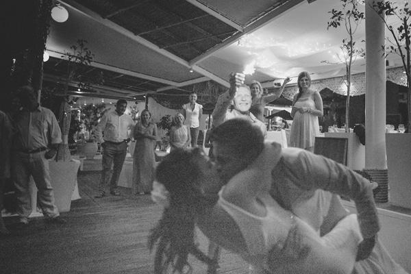 δεξιωση γαμου χορος ζευγαρι μυκονος