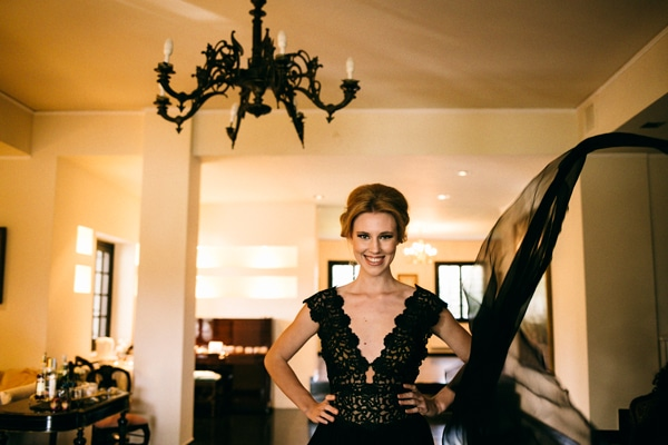εντυπωσιακό-μαυρο-βραδινο-φορεμα