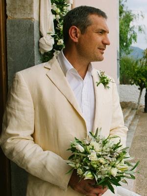 νυφικη-ανθοδεσμη-μικρα-λευκα-τριανταφυλλα