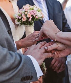 ανθοδεσμη-γαμου-τριανταφυλλα-λησιανθο