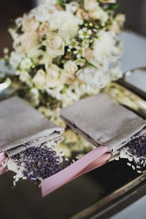 ροζ-μπεζ-λευκα-λουλούδια