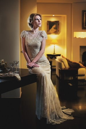 ρομαντικο-νυφικο-φορεμα-σε-μπεζ-χρώμα
