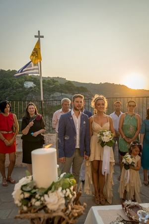 γαμος-σε-εκκλησακι-σε-νησι