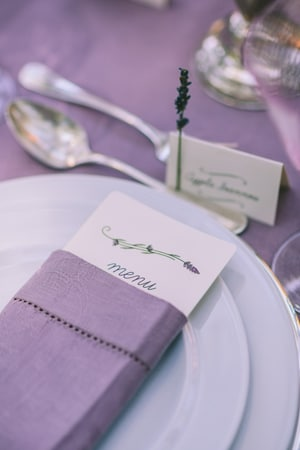 elegant-διακοσμηση-γαμου-μωβ
