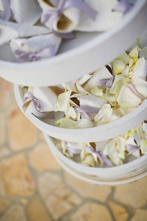 ανθοστολισμος-εκκλησιας-γαμου-λουλουδια