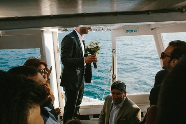 γαμος-σε-νησι-δασκαλιο-καραβι