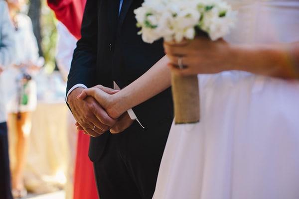 λευκα-τριανταφυλλα-λησιανθοι-ανθοδεσμη-γαμου