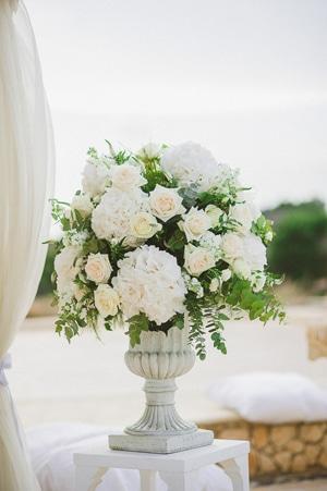 στολισμος-εκκλησιας-γαμος-λευκες-παιωνιες