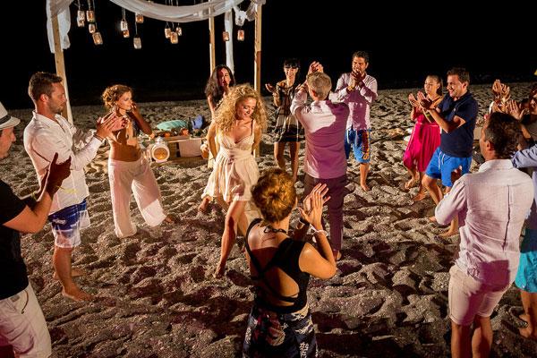 8409e9a82710 Fun ιδεες για τραγουδια πρωτου χορου - Love4Weddings