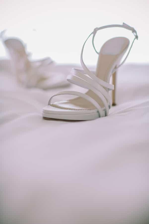 ασπρα-νυφικα-παπουτσια-Christian-Dior