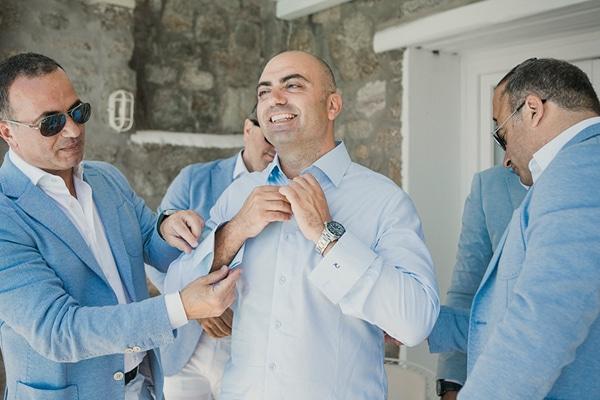γαμπριατικα-κοστουμια-γαμος-σε-νησι-μυκονος