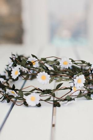 στεφανια-απο-λουλουδια-νυφικα-αξεσουαρ