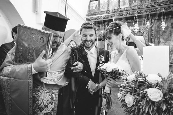 στολισμος-εκκλησιας-γαμος-σε-νησι
