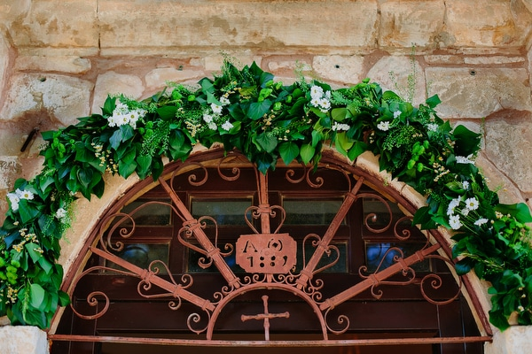 στολισμος-εκκλησιας-με-λουλουδια-αγρου