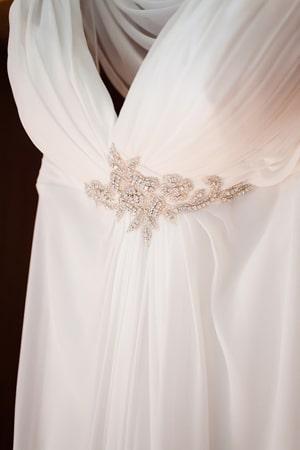 απλο-νυφικο-φορεμα-αμπιρ