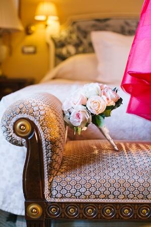 ασπρα-τριανταφυλλα-λουλουδια-γαμο