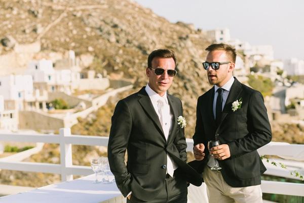 κοστουμι-γαμπριατικο-γαμος-σε-νησι