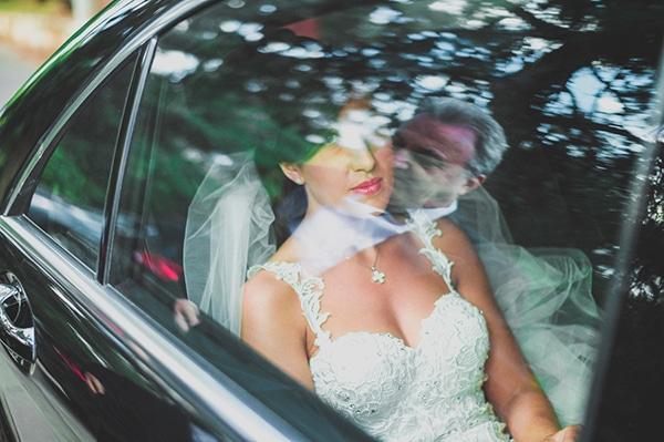 αφιξη-νυφης-στην-εκκλησια-αυτοκινητο