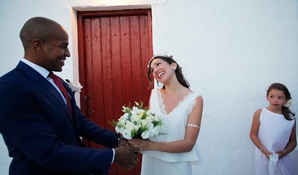 καλοκαιρινος-γαμος-μυκονος-λευκη-νυφικη-ανθοδεσμη