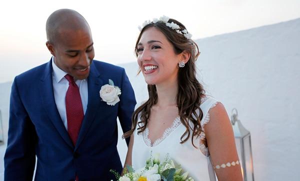 καλοκαιρινος-γαμος-στη-μυκονο-νυφικο-ζευγαρι