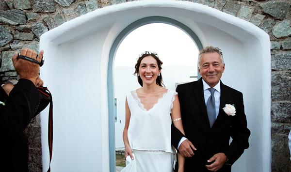 καλοκαιρινος-γαμος-στη-μυκονο-συνοδεια-νυφης