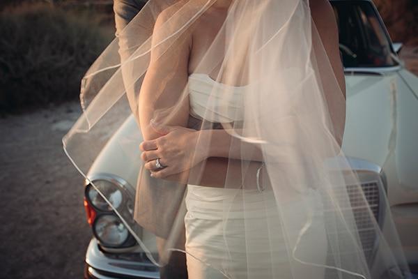 καλοκαιρινος-γαμος-στην-σαντορινη-φωτογραφηση-ζευγαριου