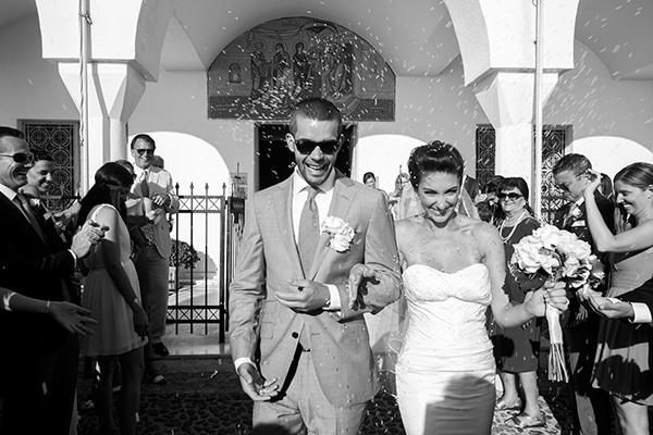 νυφικο-ζευγαρι-καλοκαιρινος-γαμος-στην-σαντορινη