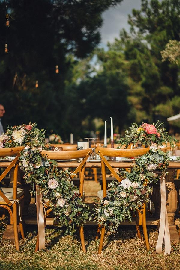 διακοσμηση-καρεκλας-γαμου-με-λουλουδια-νταλιες