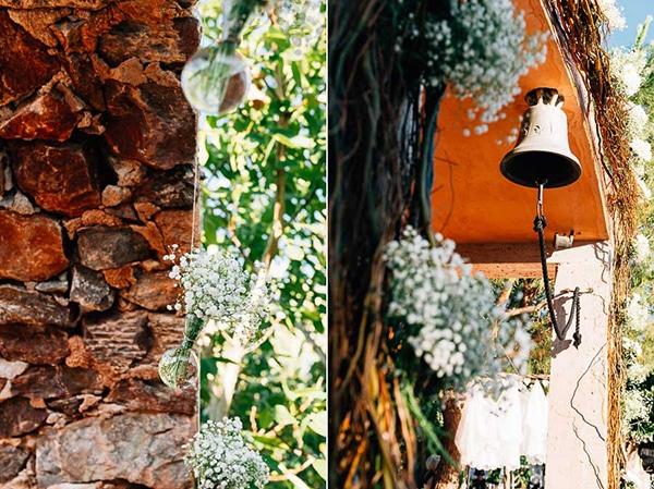 αψιδα-εκκλησιας-λευκα-ρομαντικα-λουλουδια