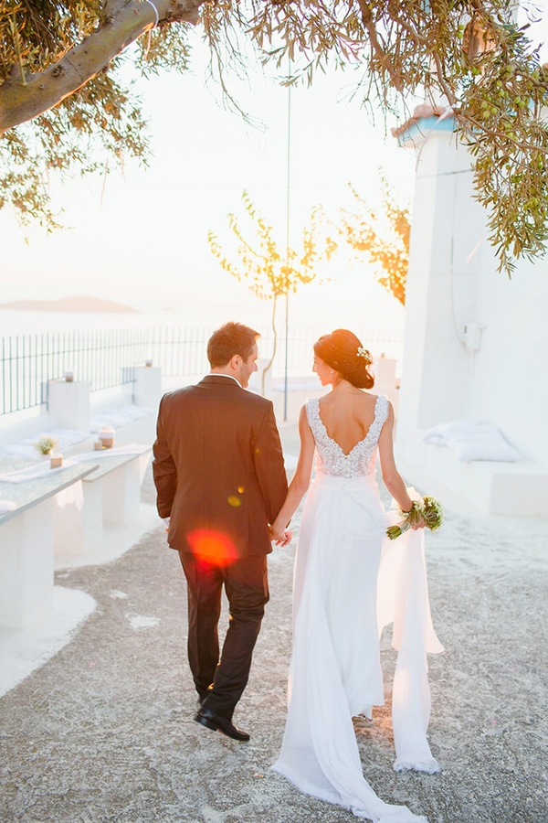 Katia-Delatola-open-back-wedding-dress
