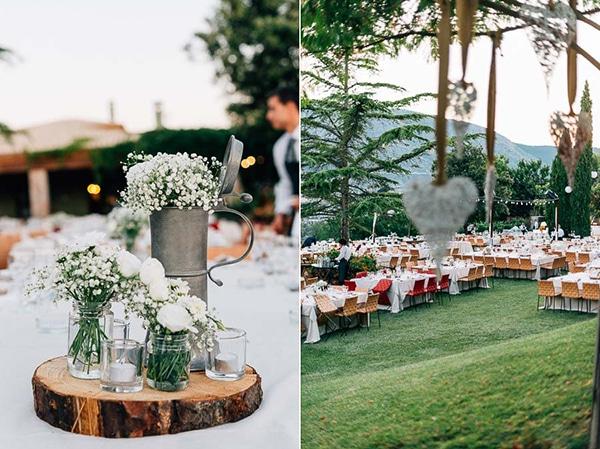rustic-centerpiece-jars-με-λευκα-λουλουδια