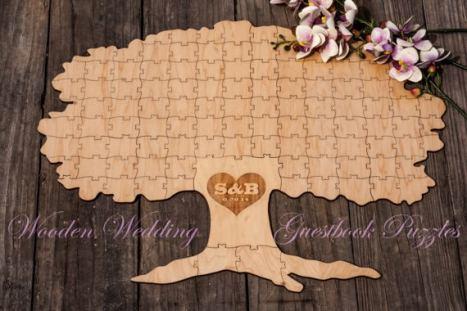 Ιδιαίτερο, ξύλινο ευχολόγιο γάμου. Οι καλεσμένοι σας μπορούν να γράψουν τις ευχές τους πάνω στα κομμάτια του παζλ. Το ευχολόγιο-puzzle μπορεί επίσης μετά το γάμο σας να χρησιμοποιηθεί και σαν διακοσμητικό σπιτιού