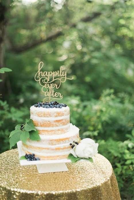 """Φανταστικό cake topper με """"happily ever after"""" επιγραφή σε χρυσό. Υπέροχη επιλογή για ένα elegant γάμο"""