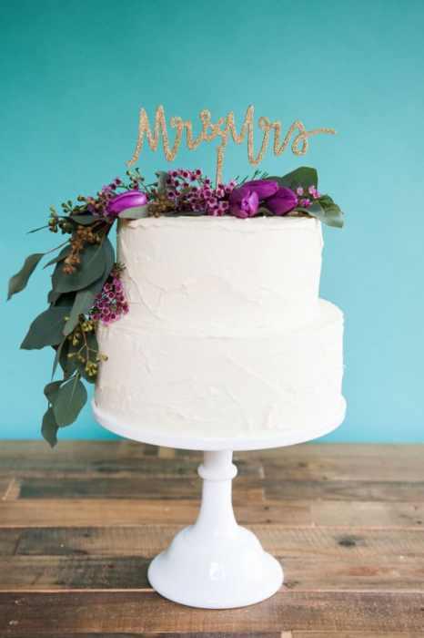 Mr & Mrs cake topper σε χρυσό χρώμα, καλυμμένο με glitter