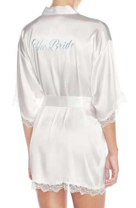 """Λευκή νυφική ρόμπα """"bride"""" με μαλακό μεταξένιο ύφασμα και ρομαντική δαντέλα"""