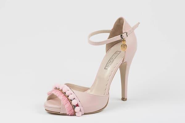 pink-shoes-pom-pom