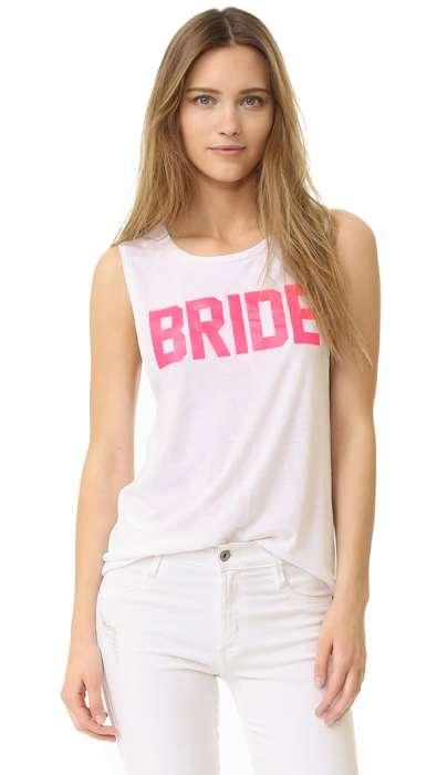 Λευκή μπλούζα για το bachelor party της νύφης με φούξια γράμματα