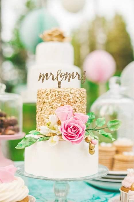 Mr & Mrs cake topper για ένα elegant γάμο