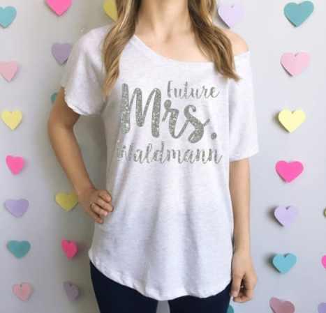 Μπλουζάκι για τη νύφη με ασημένια γράμματα