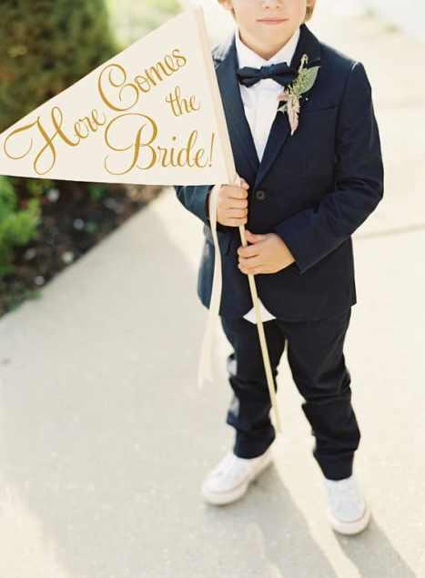 """Πινακίδα / σημαία """"Here Comes the Bride"""" για τα παρανυμφάκια"""
