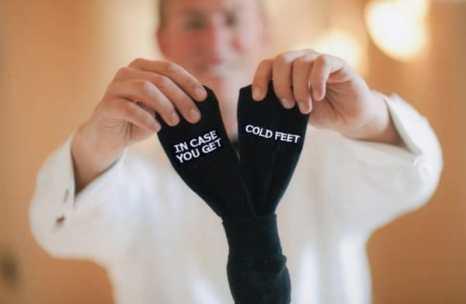 """Κάλτσες για τον γαμπρό με funny quote """"in case you get cold feet"""""""