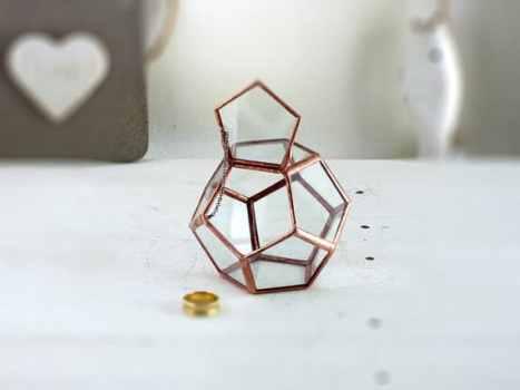 Γεωμετρικό terrarium. Πρωτότυπη ιδέα για τη θήκη των δαχτυλιδιών σας