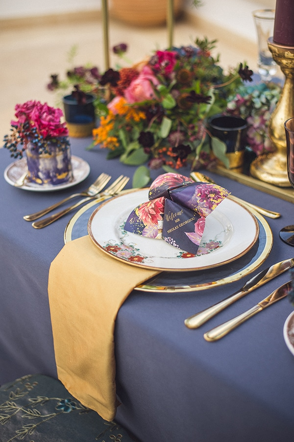 gold-royal-blue-wedding-decoration