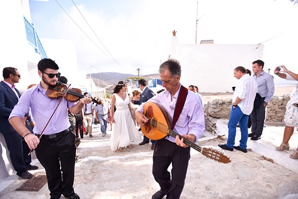 rustic-wedding-with-yellow-colors-in-amorgos-23