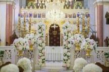Εντυπωσιακος στολισμος εκκλησιας